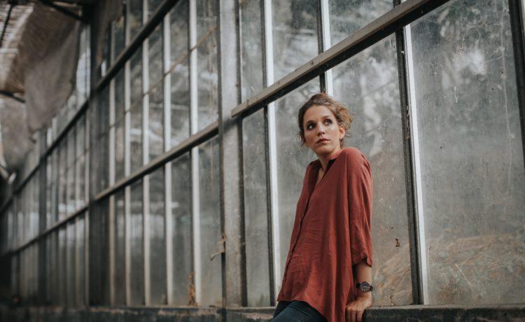 """4d30f93cb5baa La stella della musica portoghese Luísa Sobral il 26 aprile a Officina  Pasolini presenta il nuovo album """"Rosa"""""""